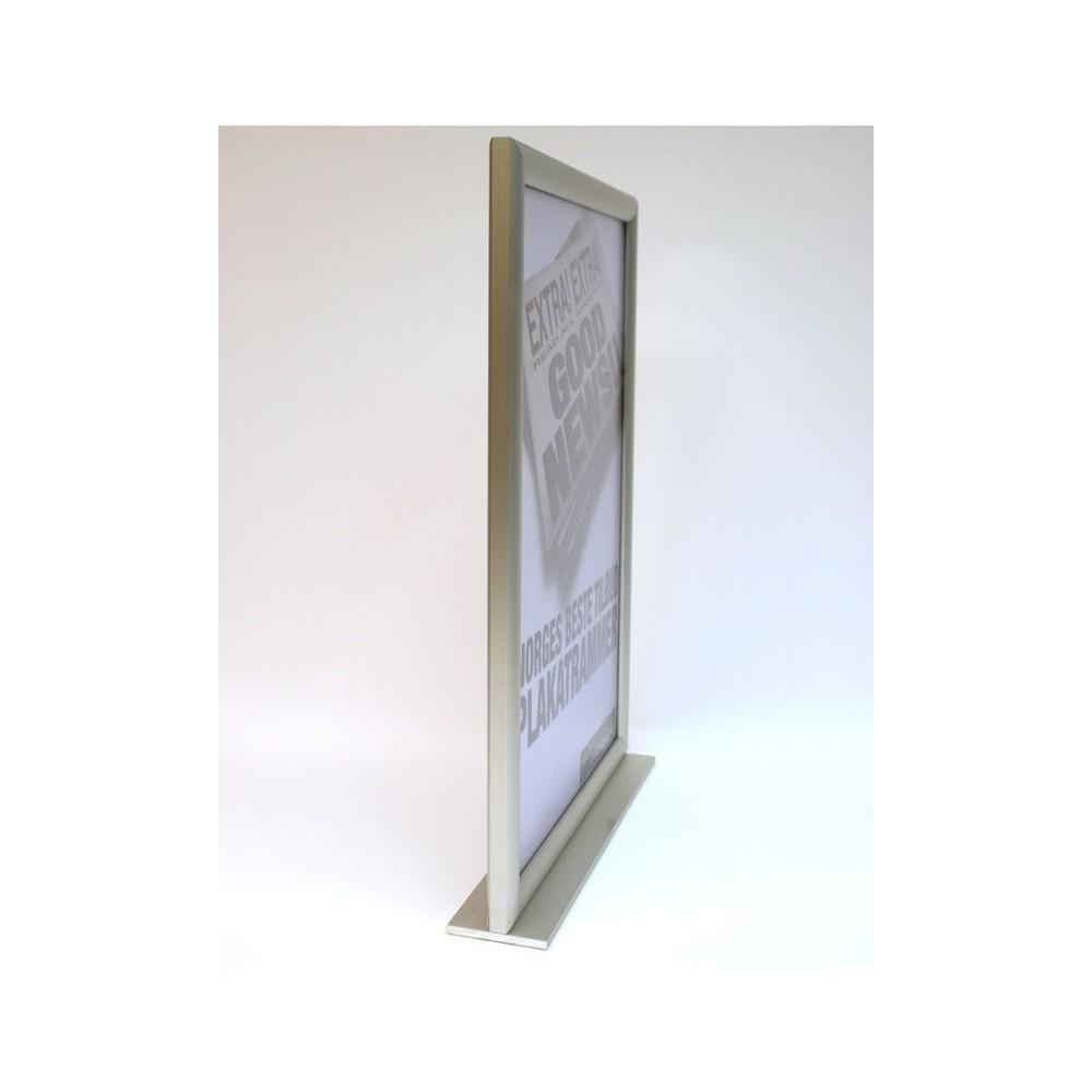 Plakatholder for bord i stående format, sett i fra siden
