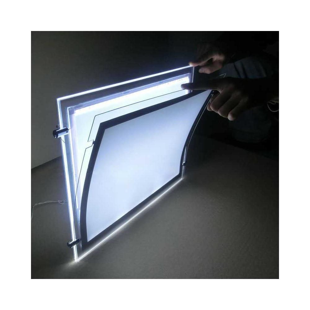 Plexi plakatholder med led-lys har kraftig lys
