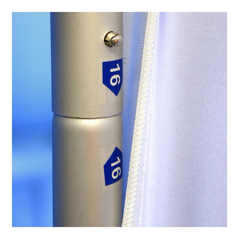 Delene i stativet til meesevegg klikkes på plass og er nummererte