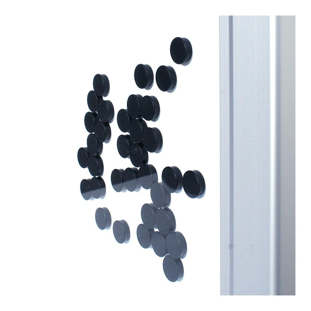 Låsbar oppslagstavle for utebruk kommer inkl. magneter