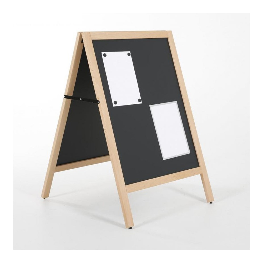 Gatebukk der du kan velge mellom å henge opp ark med magnet, eller bruke kritt eller tusj