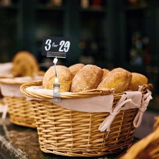 Skiltholder med klype perfekt til bruk i bakeri.