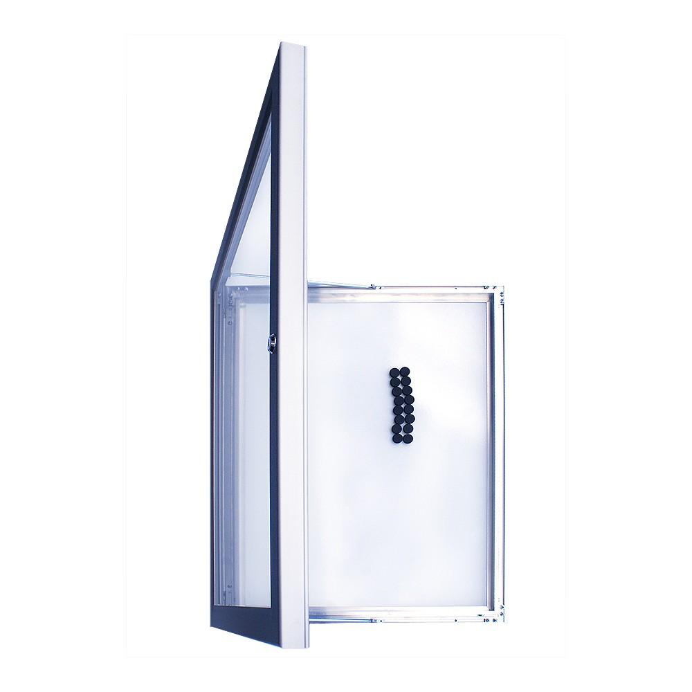 Oppslagstavle for utendørs bruk kan henges opp vertikalt eller horisontalt.