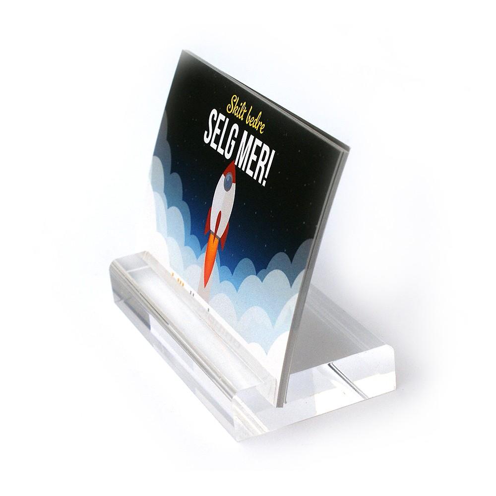 Moderne kortholder er laget i tykk plexi