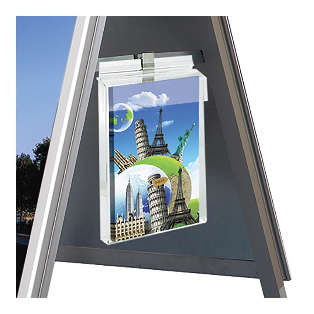 Kjøp med oppheng til Utendørs brosjyreholder, og heng brosjyreholderen på siden av gatebukken din