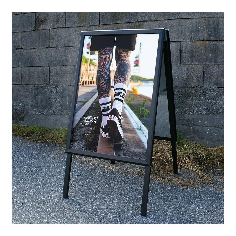 Rimfrost kjøpte billig sort gatebukk i fra oss, her med deres egne tøffe plakater.